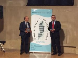 Tommaso Greco riceve la targa di socio onorario di Esperia